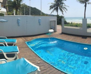 83 - TRIPLEX WITH SWIMMING POOL FRONT SEA COST OF PUMPS BOMBINHAS