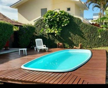 223 - House with containers and swimming pool - 223